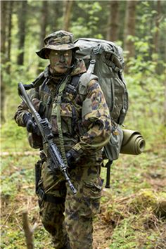 Swiss Parachute Reconnaissance Company 17 member during a training exercise.