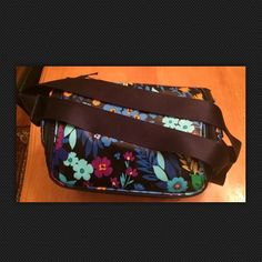 """Vera bradley cooler tote The large U shaped zippered opening gives easy access to the roomy interior. The Stay Cooler measures 7.5"""" x 9"""" x 6"""" with a 47"""" adjustable shoulder strap.  Folds flat for convenient storage when not in use. Vera Bradley Bags Totes"""