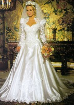 When I was a little girl I wanted a wedding dress just like this! Beautiful Wedding Gowns, Dream Wedding Dresses, Beautiful Bride, Bridal Dresses, Beautiful Dresses, Gorgeous Dress, 1980s Wedding Dress, Style Année 80, Vintage Bridal