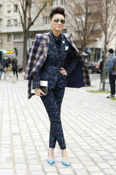 Need some style inspiration? Check out these 12 street style stars that we spotted at the Haute Couture shows in Paris. Androgynous Fashion, Tomboy Fashion, Love Fashion, Runway Fashion, Fashion Outfits, Paris Fashion, Estilo Tomboy, Tomboy Stil, Marine Look