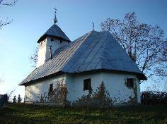 Biserica de lemn din Goila Gazebo, Outdoor Structures, Cabin, House Styles, Home Decor, Kiosk, Decoration Home, Room Decor, Pavilion