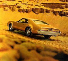 1966 Oldsmobile Toronado (brochure page detail)