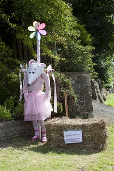 garden+scarecrow+ideas | 1st Angelina Ballerina Alexandra and Isabelle Somers Make A Scarecrow, Scarecrow Crafts, Scarecrow Ideas, Scarecrows For Garden, Garden Art, Garden Ideas, Scarecrow Festival, Retro Coffee Tables, Book Character Costumes