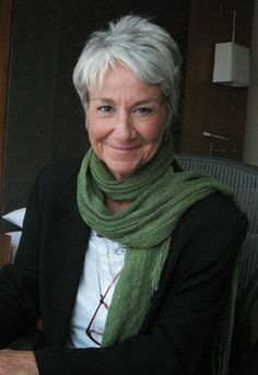 Dialogue director Andrea Romano talks about Superman: Unbound, Matt Bomer, voice acting, and more. Grey Curly Hair, Silver Grey Hair, Short Grey Hair, White Hair, Short Hair Styles, Mature Fashion, Grey Fashion, Long Pixie Cuts, Older Women Hairstyles