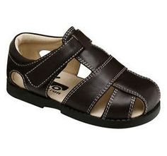 See Kai Run Jude size 3 INFANT only. This brown fisherman baby sandal by see kai run is flexible and sturdy with a textured rubber sole for traction. It has an adjustable velcro closure and padding at the collar for ankle comfort and support.