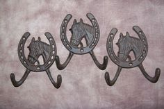 (3) HORSE DECOR,COUNTRY,WESTERN,HORSE SHOE,WALL HOOK, HORSES, CAST IRON,GIFT W-5