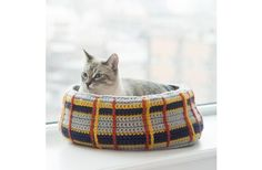 Lion Brand Hometown USA Curl Up Kitty Cat Bed