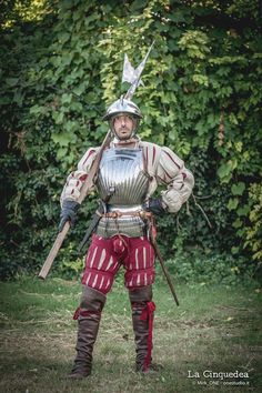 Armor we want to see in Mordhau. (Looking for Clothes,Light,Medium armor) Medieval Knight, Medieval Armor, Medieval Fantasy, Knight In Shining Armor, Knight Armor, Renaissance, Larp, Early Modern Period, Armadura Medieval