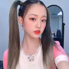 "@official_izone on Instagram: ""IZ*ONE 1ST CONCERT in TAIPEI! 많은 응원과 사랑 보내주신 위즈원 덕분에 콘서트가 즐겁게 그리고 무사히 마무리가 됐습니다🥰👍🏻 타이베이에 계신 위즈원 절대 잊지 않을게요! 우리 또 만나💕👐🏻 #원영이머핀…"" Kpop Girl Groups, Kpop Girls, Jang Wooyoung, Kpop Aesthetic, Kpop Fashion, Kawaii Girl, Korean Outfits, Ulzzang Girl, Japanese Girl"