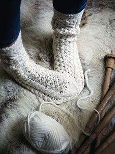 Warm Knitted Socks for Winter Knitting Socks, Hand Knitting, Knitting Patterns, Knit Socks, Cozy Socks, Woolen Socks, Leg Warmers, Warm And Cozy, Knit Crochet