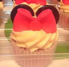 Minnie cupcakes with chocolate clay bow and ears.