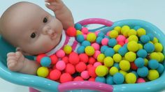 Baby Doll Bath time Learn Colors + Baby Doll Potty training Video of Boneca baby alive doll ! More Videos : Barbie Baby doll Bath Time Play doh Balls Surpris. Potty Training Videos, Potty Training Humor, Doll Videos, Kids Videos, Diy Doctor, Learning Colors, Bath Time, Baby Dolls, Miley Cyrus