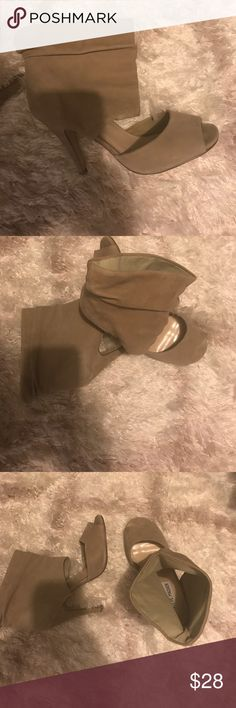 Steve Madden peep toe ankle booties. 7 1/2 Steve Madden women's peep toe ankle booties. 7 1/2. Suede Tan. Excellent condition as shown. Clean non-smoking home. Steve Madden Shoes Ankle Boots & Booties