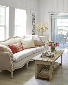 17 Best Types of Sofas for Every Room - Different Styles of Sofas for Your Home Antique Sofa, Types Of Sofas, Mid Century Sofa, Wicker Sofa, Shabby Chic Homes, Living Room Sofa, Leather Sofa, Sectional Sofa, House Design