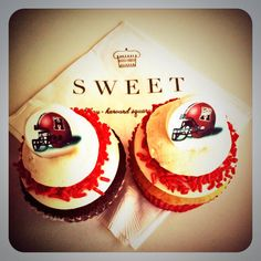 Game day cupcakes for Harvard Football! SWEET tailgate essentials!