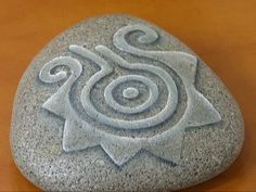 http://www.utilisima.com/pintura/4181-piedras-talladas.html