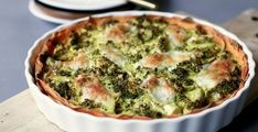 Broccoli quiche with sweet potato bottom and mozzarella - Beaufood - Have you ever made a quiche with a bottom other than puff pastry? For example, replace the puff pas - Broccoli Quiche, Vegetarian Recipes, Healthy Recipes, Healthy Food, Good Food, Yummy Food, Blueberry Recipes, Snacks Für Party, Skinny Recipes