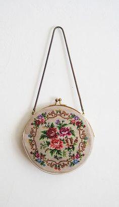 ♪ new romantic needlepoint purse by Huzzah. – Purses And Handbags Diy Vintage Purses, Vintage Bags, Vintage Handbags, Vintage Outfits, Diy Vintage Purse, Vintage Clutch, Vintage Fashion, Beaded Purses, Beaded Bags