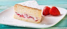 Luchtige cake met aardbeien