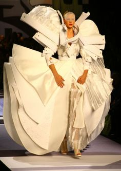 Viktor & Rolf Victor And Rolf, 3d Mode, Textile Sculpture, Paper Fashion, Viktor Rolf, High Fashion, Womens Fashion, Creations, Textiles