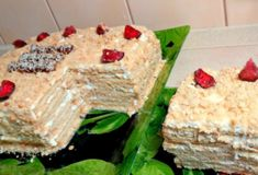 И это все из пластиковых бутылок! Браво умелым рукам! - fav0ritka77.ru Vegetarian Desserts, Cake Videos, Russian Recipes, Trifle, Baking Recipes, Feta, Sweet Tooth, Deserts, Food And Drink