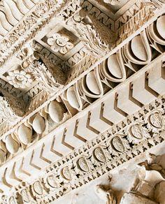 Cornice detail, Rome (tempio di Vespasiano, ricostruzione nel Tabularium, Musei Capitolini
