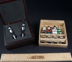 NICE LOT BARWARE AND HOUSEHOLD GOODS INCLUDES A BOXED SET OF WINE BOTTLE STOPPERS AND A HOLIDAY THEME BOXED SET OF SPREADERS FROM BOSTON WAREHOUSE. BOTH ITEMS ARE IN GREAT CONDITION.