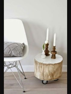Magical DIY Tree Stump Table Ideas That Will Transform Your World homesthetics wood diy projects - Homesthetics - Inspiring ideas for your home. Tree Stump Decor, Tree Stump Table, Log Table, Tree Stumps, Coffee Table Size, Coffee Tables, Rustic Desk, Rustic Cafe, Rustic Logo