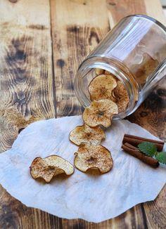 Sprø eplechips - LINDASTUHAUG Gingerbread Cookies, Healthy Snacks, Stuffed Mushrooms, Chips, Vegan, Baking, Vegetables, Desserts, Christmas
