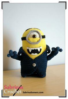 Minion Vampire - The Minions - Crochet Pattern - Amigurumi Crochet Fall, Crochet For Kids, Knit Crochet, Minions, Crochet Gifts, Crochet Toys, Minion Crochet Patterns, Minion Craft, Crochet Monsters