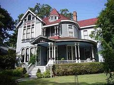 Homes On Pinterest Victorian Houses Victorian And Queen Anne