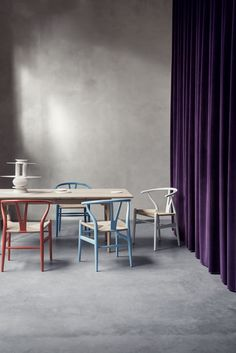 The Wishbone Chair. Designed by Hans J. Wegner in 1950 Dining chair ideas for dining room decor. See more: http://www.brabbu.com/en/inspiration-and-ideas/