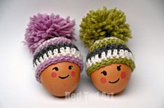 Super quick and simple Egg Cozy Pattern - totally free and super adorable. If you are planning to make and give an Egg Cozy, these are just perfect.