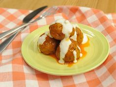 Buffalo Chicken Meatballs with Blue Cheese Sauce recipe from The Kitchen via Food Network (Season 9 -- Spicy Eats and Sweets) Antipasto, Kitchen Recipes, Cooking Recipes, Quick Recipes, Delicious Recipes, Tapas, Buffalo Chicken Meatballs, Blue Cheese Sauce, Turkey Recipes