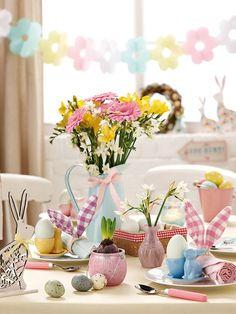 Mesa con adornos de Pascua