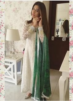Syra wearing beutiful dress on Pakistan Independence day....board love pakistani dresses