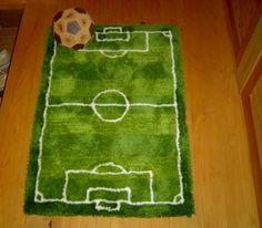 絨毯の毛が芝生を良く再現してるサッカー好きにはたまらない玄関マット。