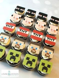 Minecraft cake with matching cupcakes for Ripleys birthday. Minecraft Cupcakes, Minecraft Birthday Cake, Pastel Minecraft, Minecraft Ideas, Minecraft Party Decorations, Play Minecraft, Character Cupcakes, Fondant Toppers, Cakes For Boys