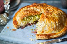 Turn tasty cauliflower cheese into a showstopping vegetarian main with this pithivier recipe. Perfect for an alternative Christmas dinner or special occasion, this veggie pie has layers of balsamic onions, rich, cauliflower cheese and sweet leeks, all wra Vegetarian Christmas Recipes, Vegetarian Recipes, Cooking Recipes, Vegetarian Pasties, Vegetarian Benefits, Tasty Cauliflower, Balsamic Onions, Tesco Real Food, Veggie Recipes