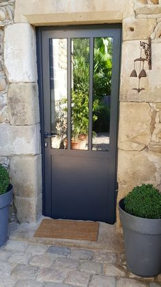 Outdoor canopy: 8 ways to bring light - The glass entrance door Casa Loft, Entry Doors With Glass, English Country Decor, Canopy Outdoor, Marquise, Exterior Remodel, Stone Houses, Back Doors, Entrance Doors