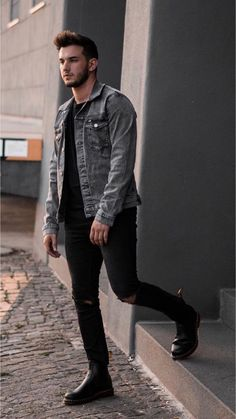 Fall fashion inspiration with gray denim jacket black sweatshirt black ripped jeans black boots. Estilo Dope, Stylish Men, Men Casual, Casual Wear, Grey Denim Jacket, Men's Denim, Denim Style, Black Denim, Style Masculin