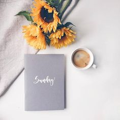 Sunflowers, coffee and calligraphy on this beautiful Sunday morning! Sunflowers, coffee and calligraphy on this beautiful Sunday morning! Tumblr Fotos Instagram, Fred Instagram, Coffee Instagram, Flat Lay Photography, Coffee Photography, Morning Photography, Plants Quotes, Coffee And Books, Flower Quotes