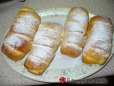 Small pastries filled with cream Greek Sweets, Greek Desserts, Greek Recipes, Desert Recipes, Food Network Recipes, Food Processor Recipes, Cooking Recipes, Low Calorie Cake, Sweet Buns