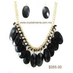 Set de collar y aretes en base dorada con detalles en tono negro estilo 30228