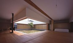 TEZUKA ARCHITECTS - Cloister House ...inspired by the traditional Japanese design of moveable walls