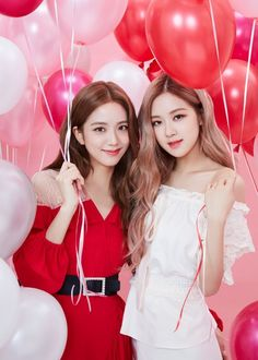 Jisoo and Rosé for Kiss Me💄 Kpop Girl Groups, Korean Girl Groups, Kpop Girls, Blackpink Jisoo, Blackpink Youtube, Foto Rose, Blackpink Members, Wattpad, Black Pink Kpop