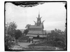Skøiens katalog: Fantoft Stavkirke ved Bergen. Påskrift negativ: 644. Fana. Fantoft stavkirke. Foto: Marthinius Skøien - National Library of Norway