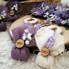 DIY Lavender Bath Bombs Ingredients: This recipe creates about 12 bath bombs. Wedding Gifts For Guests, Wedding Favours, Diy Wedding, Rustic Wedding, Wedding Favor Crafts, Wedding Souvenir, Nautical Wedding, Lavender Bags, Lavender Sachets