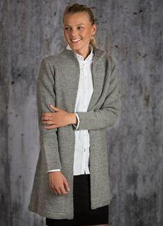 Gratis opskrift lang jakke med lange ærmer og a-facon