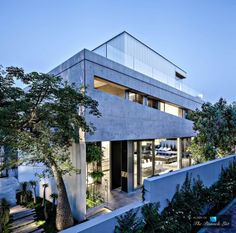 Image 24 of 62 from gallery of The Concrete Cut / Pitsou Kedem Architects. Photograph by Amit Geron Beautiful Architecture, Contemporary Architecture, Architecture Design, Architecture Board, Villas, Pitsou Kedem, Live Oak Trees, Concrete Slab, Commercial Architecture